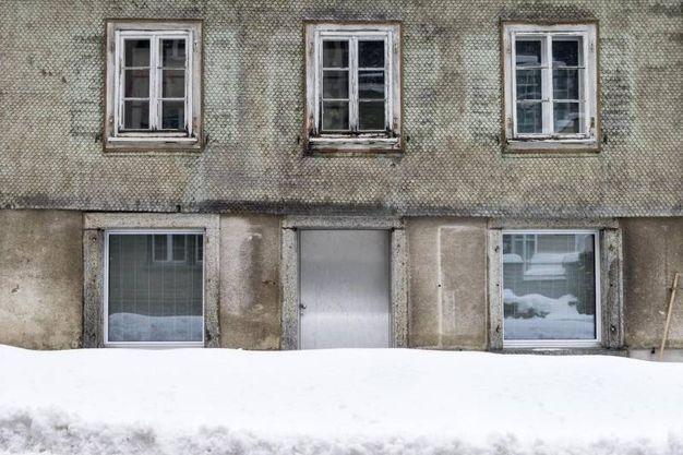 Strade chiuse e pericolo valanghe anche in Svizzera (Ansa)