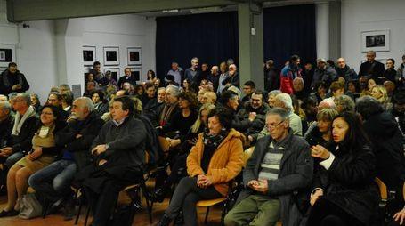 L'incontro in via Viterbo tra il sindaco Gian Carlo Muzzarelli, l'assessore Vandelli e un nutrito gruppo di cittadini interessati al progetto