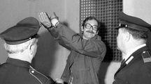 Tuti fa il saluto fascista durante il processo del '76 (Archivio storico Pressphoto)