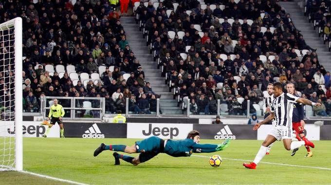 Juventus-Genoa 1-0, Douglas Costa (LaPresse)