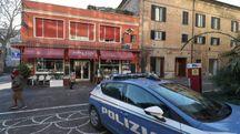 La polizia all'Astra Cafe