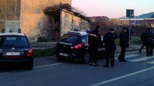 I carabinieri nel casolare abbandonato dell'Asl davanti all'ospedale San Bartolomeo