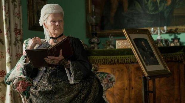 L'attrice Judi Dench in una scena di «Victoria and Abdul»: nomination per i migliori costumi