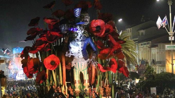 Un dei carri durante la sfilata al Carnevale 20018 di Viareggio