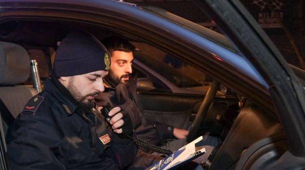 Gli agenti della Squadra Volante sono riusciti ad intercettare i ladri che, nella fuga, hanno abbandonato però la refurtiva