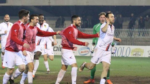 La gioia dei giocatori del Gubbio dopo il gol