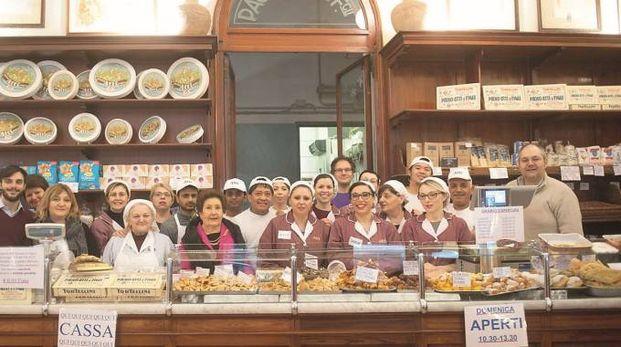Foto di gruppo con tutti i dipendenti