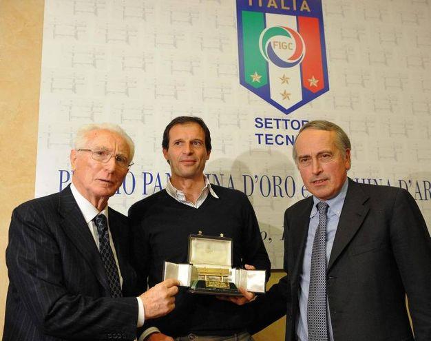 Con Max Allegri e Giancarlo Abete (Ansa)