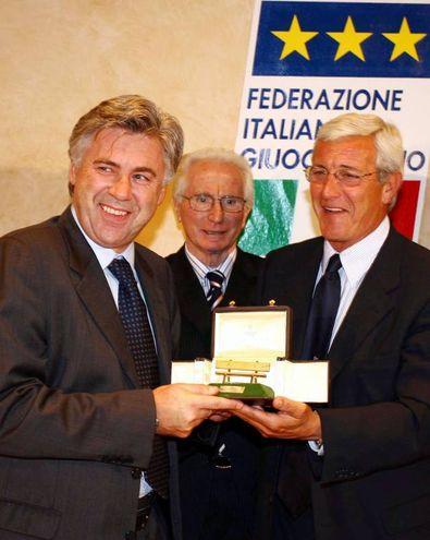 Con Carlo Ancelotti e Marcello Lippi (Ansa)