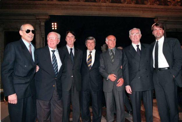 Da sinistra: Enzo Bearzot,  Ferruccio Valcareggi, Cesare Maldini, Luciano Nizzola,  Arrigo Sacchi, Azeglio  Vicini, Marco Tardelli (Ansa)