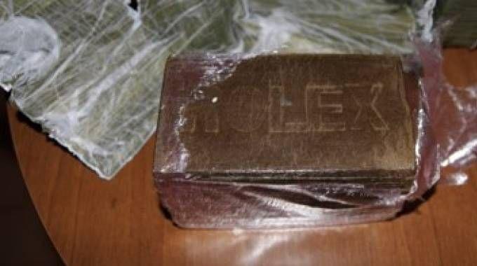 Il 'marchio di qualità' sui panetti di hashish