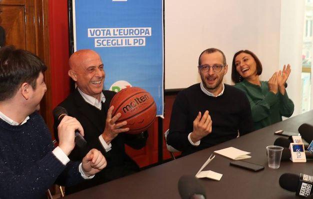 Minniti con il pallone da basket (Fotoprint)