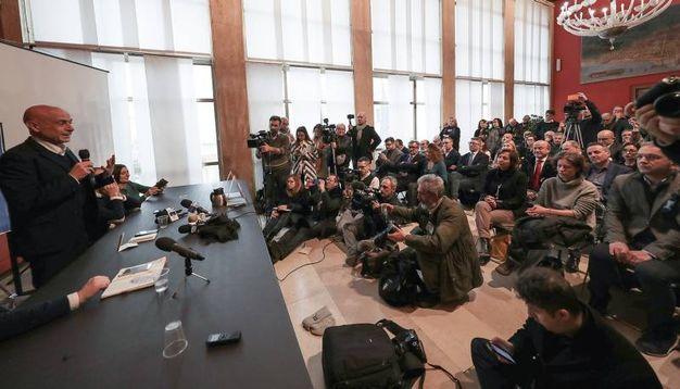 Sala Rossa gremita di fotografi e giornalisti (Fotoprint)
