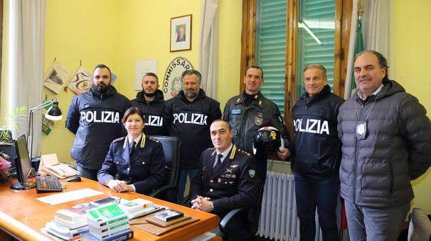 Il vicequestore Mara Ferasin e gli agenti del commissariato di Montecatini
