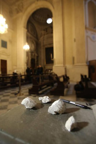 I frammenti caduti (Marco Mori / New Press Photo)
