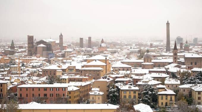 Previsioni meteo, arriva la neve. Nella foto Bologna e la nevicata di novembre (Lapresse)