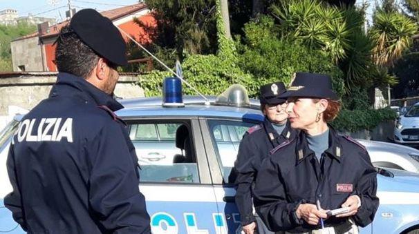 Indagini del commissariato sul tentativo di rapina di ieri in via Alighieri