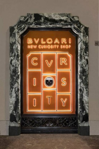Bulgari, vetrina New Curiosity Shop a Roma via Condotti