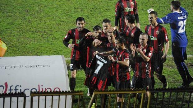 Lucchese-Arezzo 1-1, l'esultanza  rossonera dedicata a Merlonghi (Alcide)