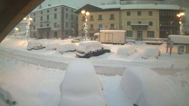 Meteo, neve su Emilia e Toscana. In 12mila senza luce - Cronaca ...