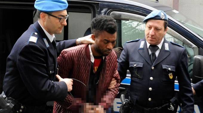 L'arrivo in tribunale di Innocent Oseghale