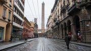Il Comune ha fatto uscire i mezzi spargisale: durante la notte 40 mezzi hanno sparso circa 100 tonnellate di sale sulle strade della città (Foto Schicchi)