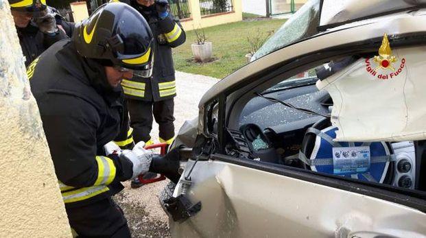 Incidente mortale a Ceregnano, l'intervento dei vigili del fuoco