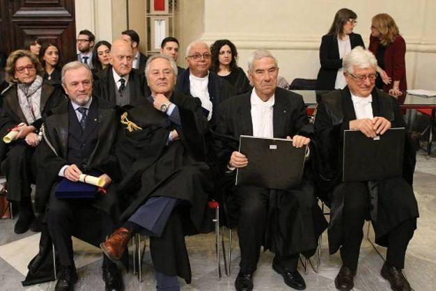 Festa degli avvocati pisani. In prima fila, gli avvocati con 50 anni di attività: il secondo da sinistra Massimo Martini, Crescenzio Franci e Valeriano Vasarri