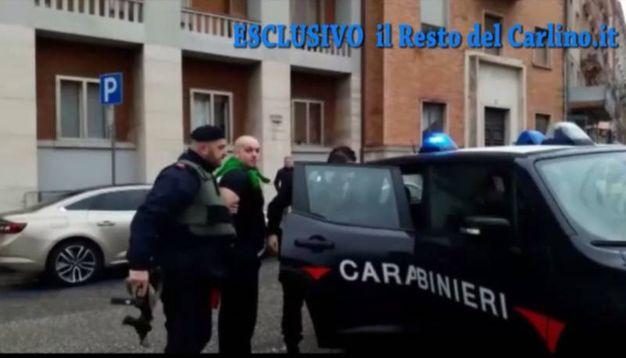 """Luca Traini viene arrestato. """"La pistola è in macchina"""", dice ai carabinieri"""
