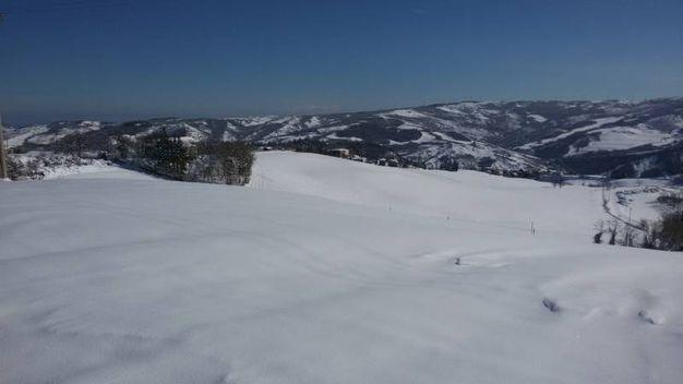Da Scanello di Loiano con vista su valle Idice e strada statale Futa a Monghidoro (foto di Stefano Tovoli)