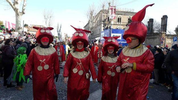 Tutti in maschera (foto Petrelli)