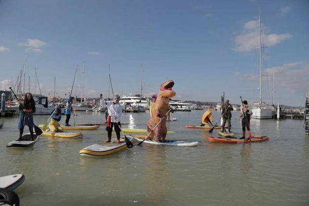 Tutti in maschera anche sull'acqua (foto Petrelli)