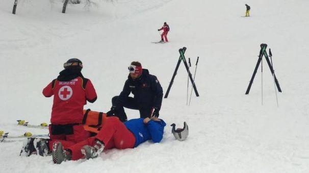 Lo spezzino è stato trovato a terra, svenuto, dai carabinieri del nucleo sciatori di Collagna