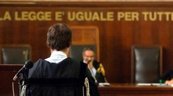L'imputato è stato condannato a sei mesi di reclusione e a pagare 300 euro di multa
