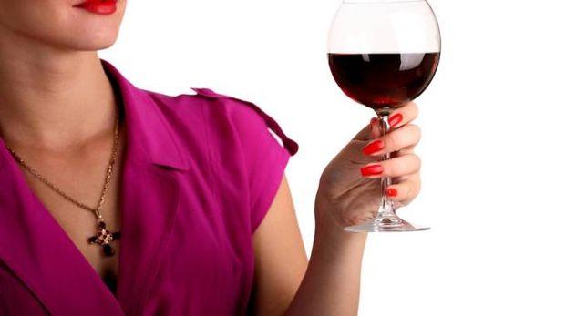 Bere moderatamente vino allunga la vita - foto davydov istock