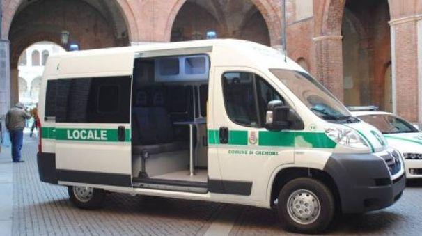 Un mezzo della polizia locale di Cremona