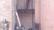 Fumo dal campanile della chiesa della Torre: arrivano i pompieri (Foto Lazzeroni)