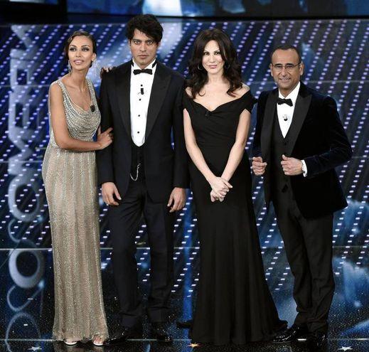 Madalina Ghenea e Virginia Raffaele con Gabriel Garko e Carlo Conti (Ansa)
