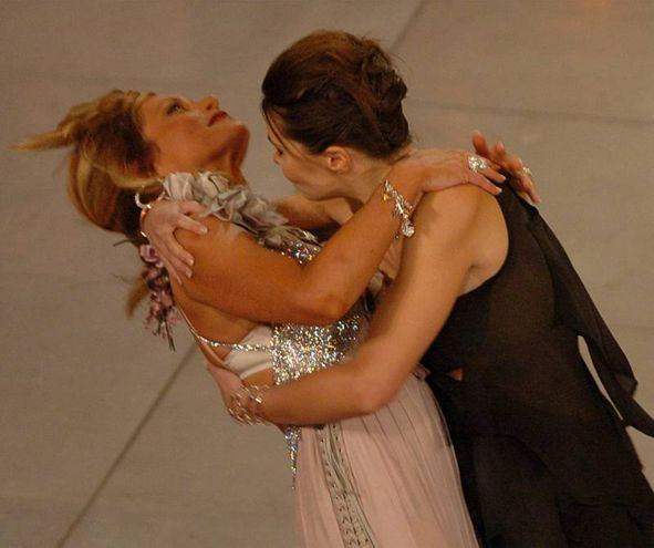 Simona Ventura e Paola Cortellesi, Sanremo 2004 (Lapresse)
