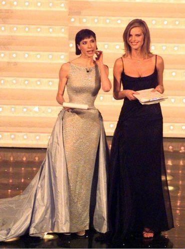 Eva Herzigova e Veronica Pivetti, Sanremo 1998 (Lapresse)