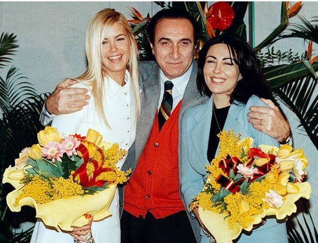 Da sinistra: Valeria Mazza, Pippo Baudo, Sabrina Ferilli (Ansa)