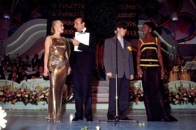 Pippo Baudo con Anna Oxa e Cannelle, Sanremo 1994 (Lapresse)