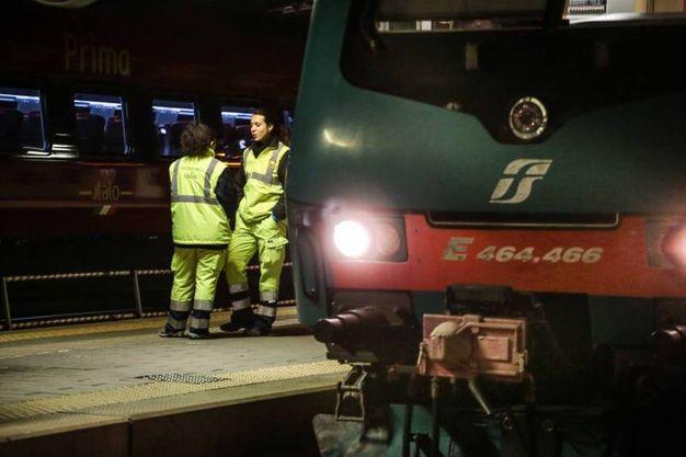 Giovane muore travolto da un treno mentre attraversa i binari alla stazione di Rifredi (Cabras/New Press Photo)