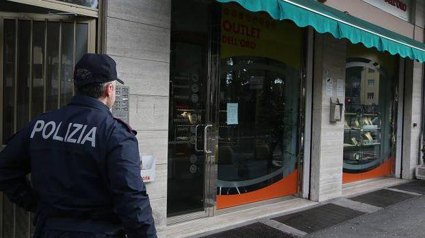 La gioielleria che ha cercato di svaligiare il ladro recidivo (Foto Zani)
