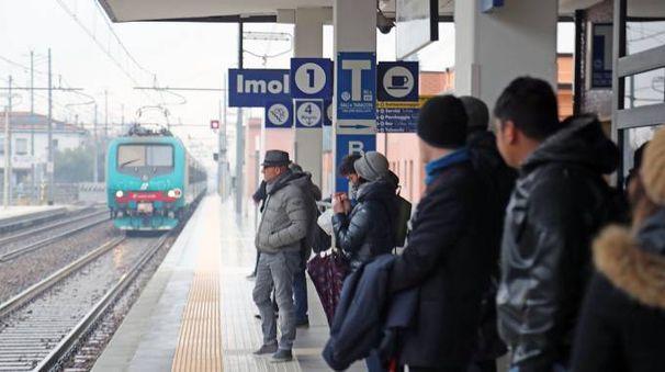 La stazione di Imola (Foto Isolapress)