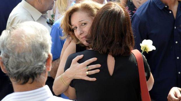 Il dolore dei parenti ai funerali di Antonietta Migliorati (Spf)