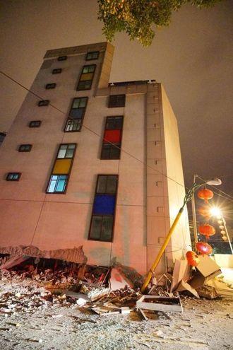 Terremoto a Taiwan, la terra trema ancora. Si scava senza sosta ...