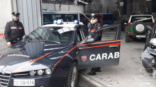 Il capannone dell'autocarrozzeria di Angeli Giovanni a Buonviaggio dove è stato trovato il corpo senza vita del cinquantenne Fabio Cozzani