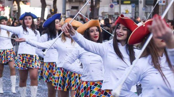 Domenica il Carnevale civitanovese porterà carri e gruppi mascherati nel centro della città (foto De Marco)