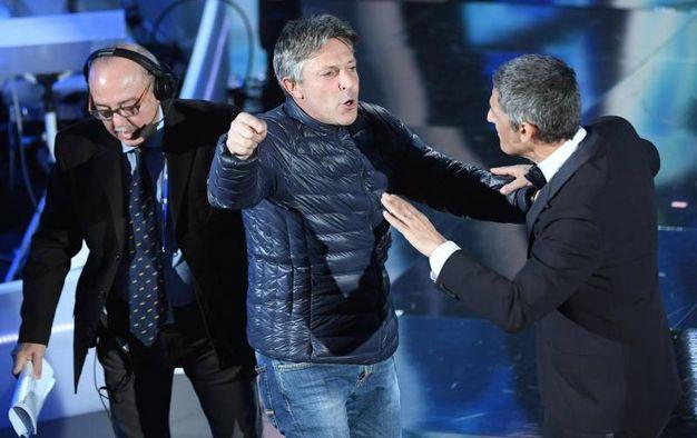 Sanremo, subito un disturbatore sul palco (foto Ansa)